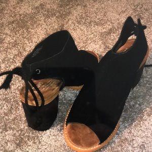 Toms open toe heels size 7